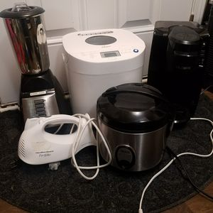 Rice cooker, blender, hand mixer, bread maker, keurig pod coffee maker for Sale in Apex, NC