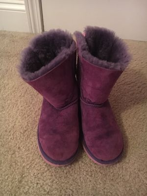 Girls Purple Ugg Boots Size 2 for Sale in Piedmont, SC