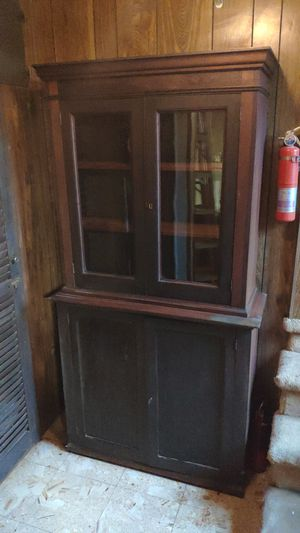 Vintage Wooden Brown China Hutch for Sale in Merrick, NY