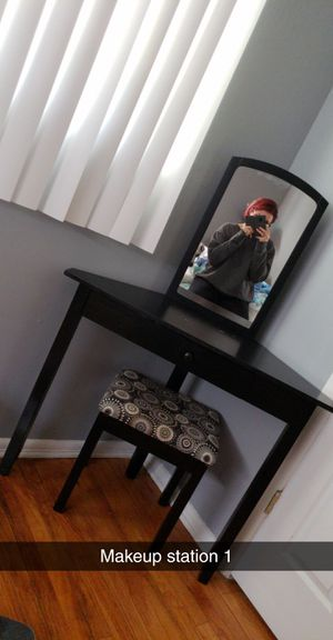 Makeup vanity for Sale in Whitehall, OH