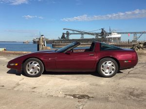 Very clean 1993 ruby red 40 Anniversary edition Chevy corvette for Sale in MIDDLEBRG HTS, OH