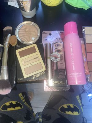 New makeup - lmk brand new not used (brush have been cleaned) for Sale in Pasadena, TX