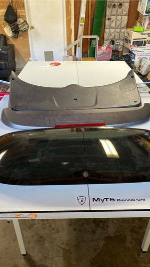 2011 Hyundai Santa Fe parts (rear window,spoiler,back panel) for Sale in Sacramento, CA