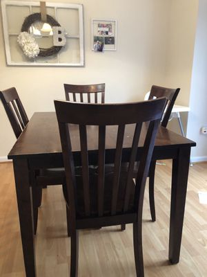 Kitchen table & 4 chairs for Sale in Gainesville, VA