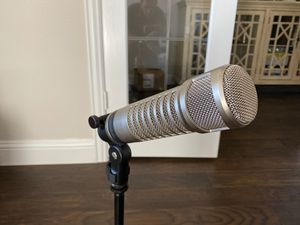 Electrovoice RE-27 N/D Microphone, Focusrite Scarlet 2i2 USB audio interface (2), Mackie Pro FX8 Mixer for Sale in Northlake, TX
