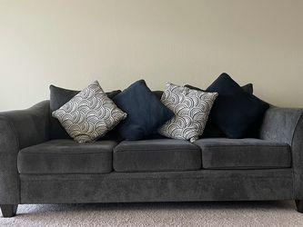 Comfortable, Stylish Sofa - 3 Seater Couch for Sale in Sunnyvale,  CA