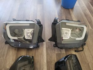 Spider headlights Toyota Tundra 2017 for Sale in Beaumont, CA
