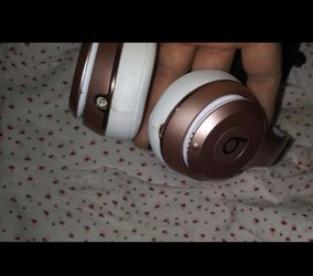 Beats solo 3 rose gold wireless for Sale in Huntington Park,  CA