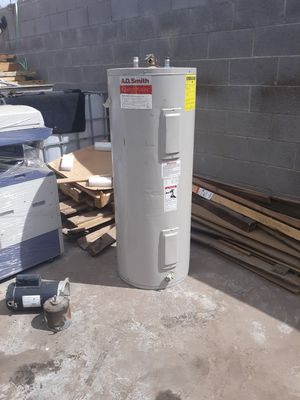 Used electric water heater (50 gallon) for Sale in Gilbert, AZ
