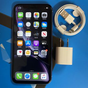 Factory unlocked apple iphone Xr 64 gb, store warranty! for Sale in Cambridge, MA