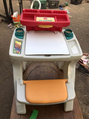 Kids desk for Sale in Fresno, CA