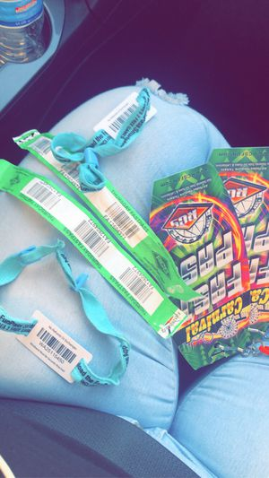 2 unlimited ride wristband and 2 fast pass for Sale in Phoenix, AZ