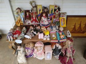 Antique Lot of Dolls. Some are really old some are newer. Will sell 1 or All. Can come by and make offer. for Sale in Pelzer, SC