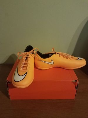 Nike Jr support shoes size 5.5y for Sale in Springfield, VA