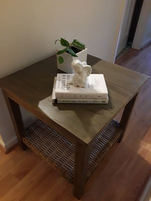Very nice grayish small coffee table or accent table for Sale in Jupiter, FL