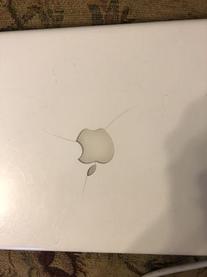MacBook 2009; Needs a Battery; works when plugged up; Has small cracks on front of Case, doesn't effect it working. for Sale in Fort Smith, AR