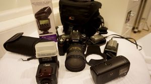 Nikon D90 Photography Bundle (Like New) $500 (OBO) for Sale in Irvine, CA