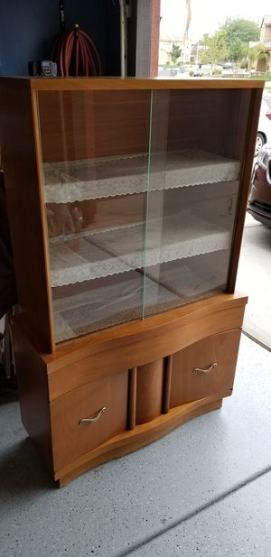 MID CENTURY MODERN CHINA CABINET for Sale in Eastvale, CA