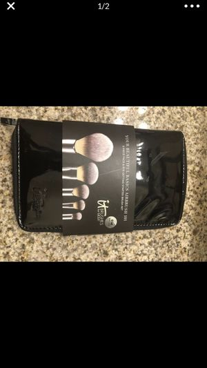 IT MAKEUP BRUSHES for Sale in North Las Vegas, NV