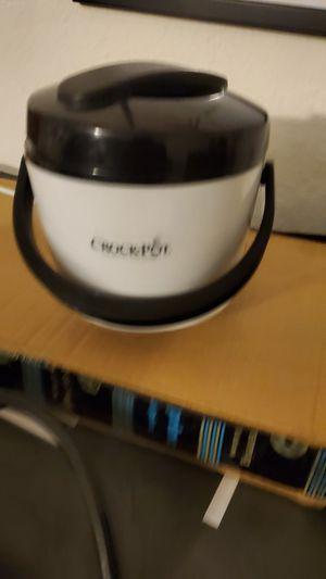 Crock pot, keeps food warm for Sale in Fremont, CA