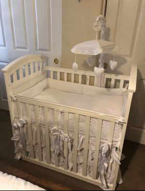 MINI CRIB WITH MATTRESS NEW CONDITIONS ADJUSTABLE RAIL for Sale in Riverside, CA