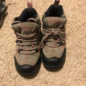 GANDER OUTDOOR SHOES FOR KIDS SIZE 1 for Sale in Brentwood, TN