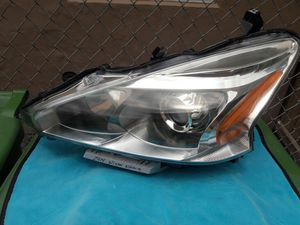 2013-15 NISSAN ALTIMA OEM HEADLIGHT for Sale in Hialeah, FL