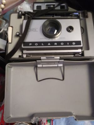 Polaroid 320 camera with case and flash attachment for Sale in Pinellas Park, FL