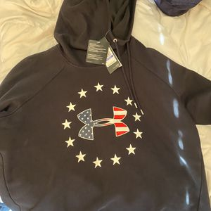 Under Armour Hoodie for Sale in Plainfield, IL