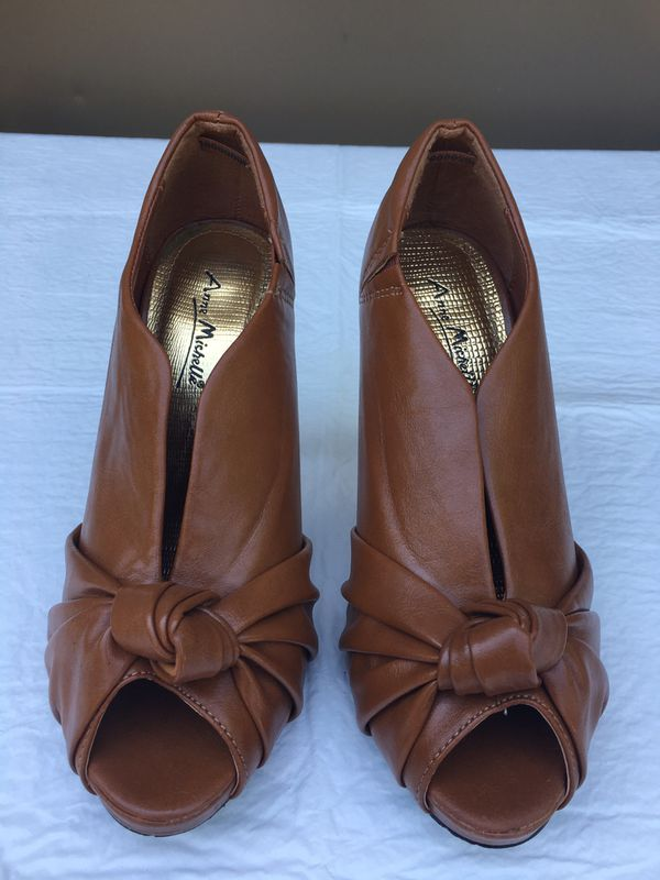 Women's Shoes Size 6 - New $10