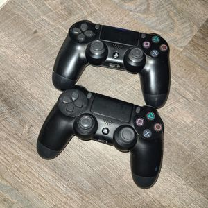 2 Ps4 Controllers for Sale in Fort Lauderdale, FL