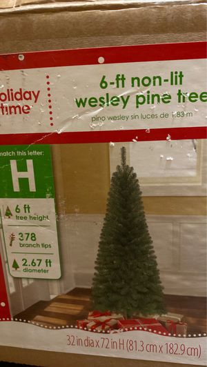 6ft Artificial Christmas tree for Sale in Midlothian, VA