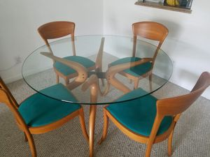 Dining Table and Chairs for Sale in Pompano Beach, FL