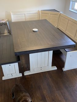 Breakfast Nook Dining Table Bought In August, Moving To A Small Space! for Sale in Seattle,  WA