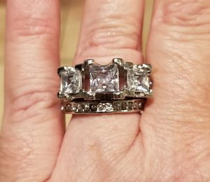 Big 3 stone wedding set...... size 7 for Sale in Riverside, CA