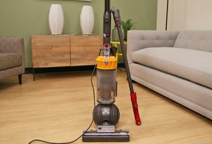 Dyson DC 40 upright bagless vacuum cleaner excellent condition works great! Powerful! for Sale in Pompano Beach, FL
