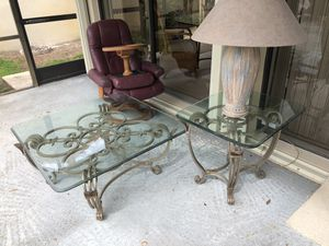 Gorgeous coffee table and end table set w/lamp for Sale in West Palm Beach, FL