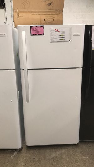 New scratch and dent top freezer refrigerator for Sale in Baltimore, MD