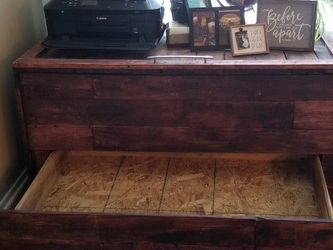 Large Chest and Nightstands Trio for Sale in Garden Grove,  CA