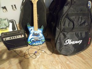 Small Electric Guitar kids works. With Amp and Bag. for Sale in Zephyrhills, FL