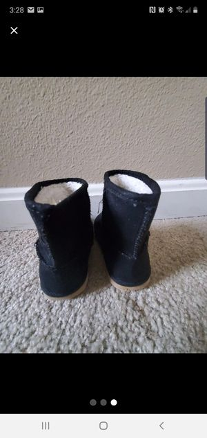 Old Navy winter boots for toddler girls size 6 for Sale in Middletown, CT