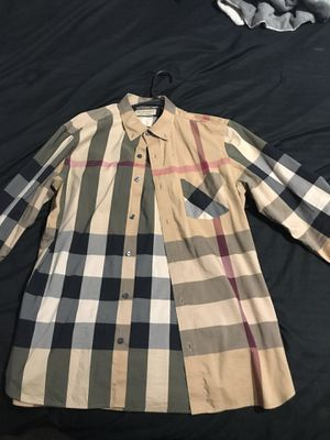 Burberry shirt for Sale in Detroit, MI