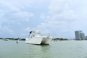 98 World Cat 266 SF in immaculate condition. for Sale in Miami Beach, FL