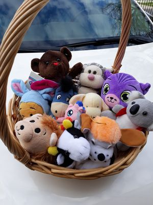 Basket with plushies for Sale in Palmdale, CA