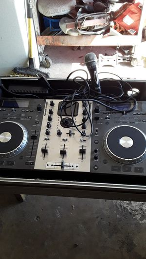 Dj equipment /microphone in good conditions for Sale in Pasadena, TX