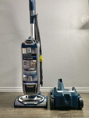 Shark UV 795 vacuum cleaner for Sale in Hawthorne, CA