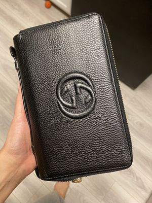 Gucci double zip wallet for Sale in Las Vegas, NV