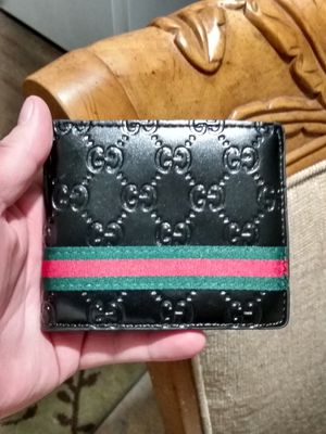 black patent leather men's Gucci wallet for Sale in Peoria, IL