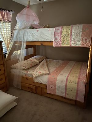 TWIN OVER FULL BUNK BED + STAIRWAY for Sale in Chula Vista, CA