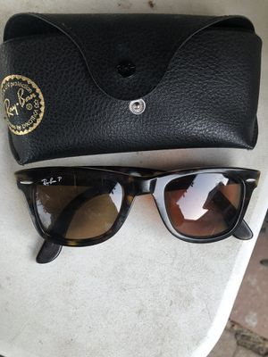 Ray bans sun glasses with case for Sale in Dallas, TX